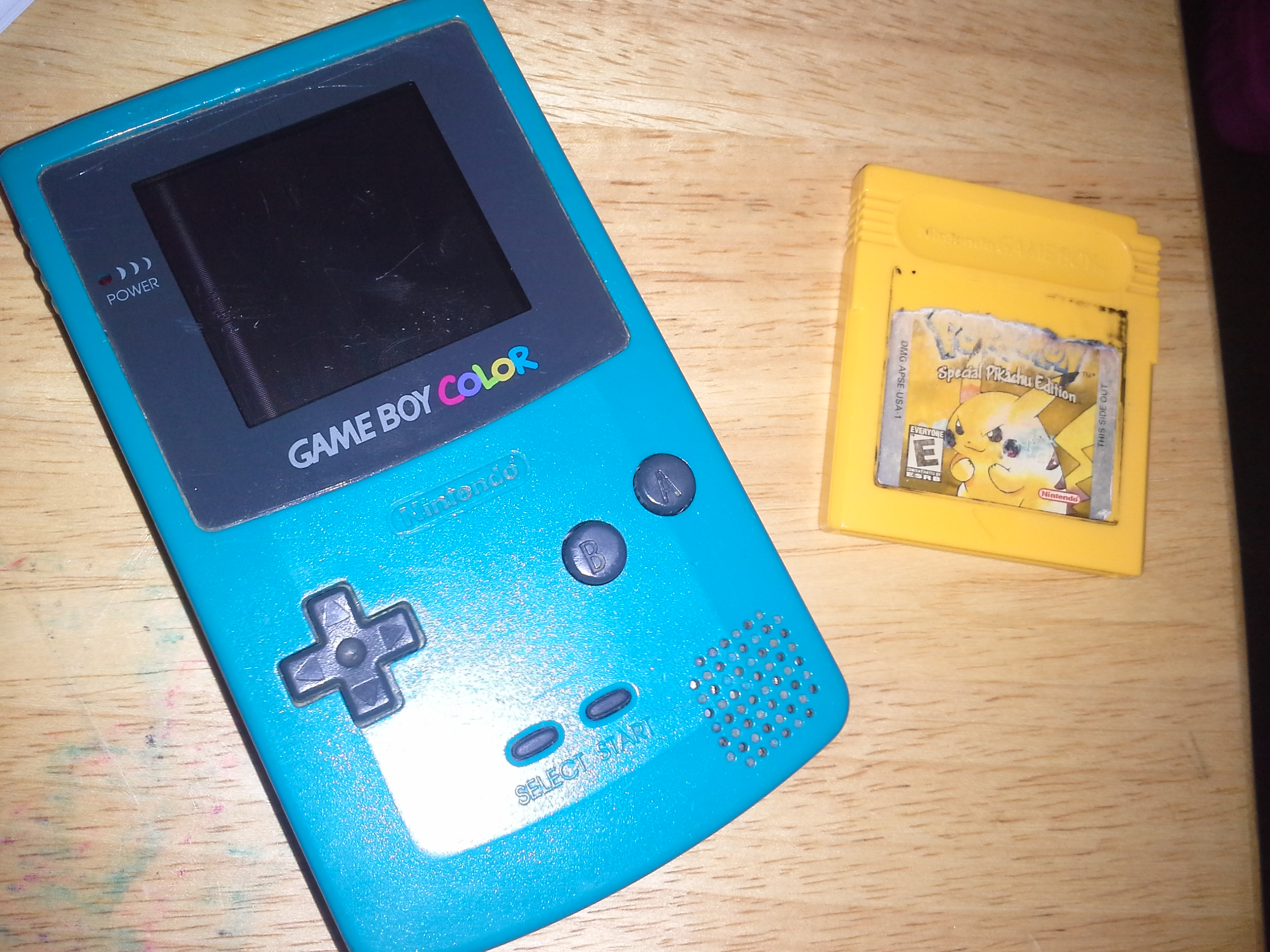Gameboy color and pokemon yellow - Image